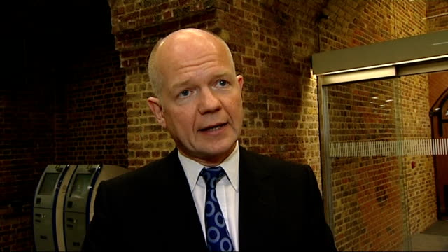 anti-government protesters call for general strike as they continue to defy curfew; england: london: int william hague mp interview sot - called for... - リチャード・パロット点の映像素材/bロール
