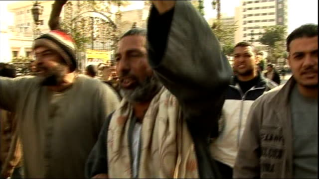 vídeos de stock e filmes b-roll de anti-government protests continue: protesters block entrance to egyptian parliament; egypt: cairo: ext anti-government protesters along street... - cargo governamental