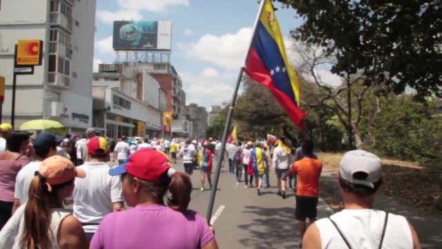 vídeos y material grabado en eventos de stock de antigovernment protests in caracas - inflación