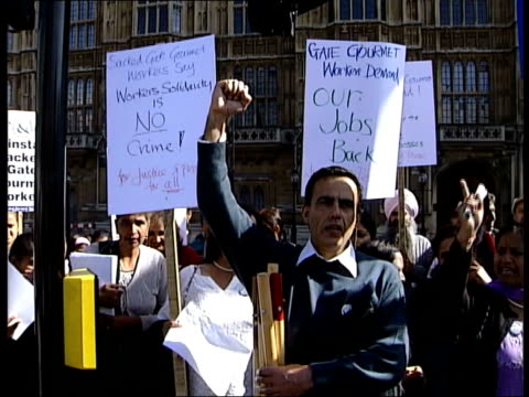 stockvideo's en b-roll-footage met anti-iraq war protest rally held in hyde park; england: london: westminster: ext gv anti-war protesters marching past parliament escorted by police... - ongerechtigheid