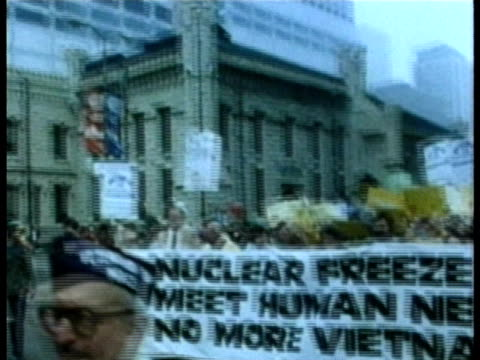 anti-nuclear protestors marching on the street audio / usa - guerra fredda video stock e b–roll