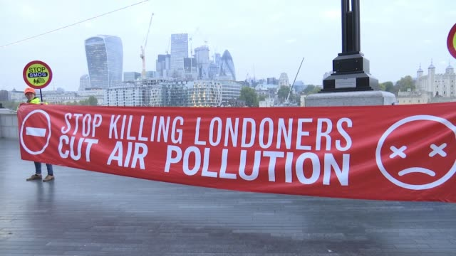 antipollution protestors 'stop killing londoners' take message to city hall england london city hall ext protesters spraying graffitti 'pollution'... - on air englisches schild stock-videos und b-roll-filmmaterial