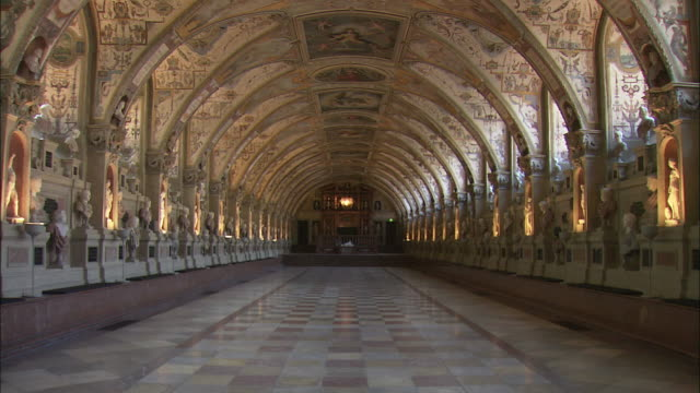 ws antiquarium (hall of antiquities) in munich residence (royal palace of the bavarian monarchs), munich, bavaria, germany - palace video stock e b–roll