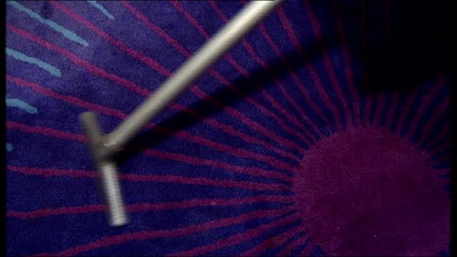 vídeos y material grabado en eventos de stock de antique gadget collector wins award montage seq various gadgets including carpet layer hair waxer belly warmer apple peeler primitive personal... - personal organiser