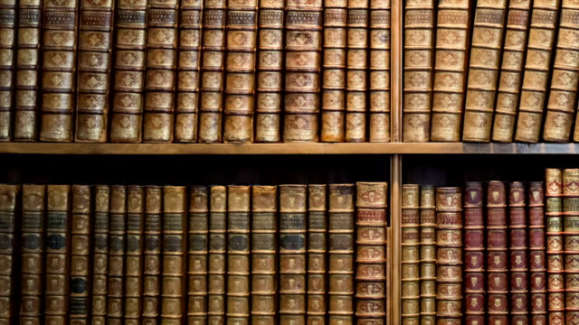 stockvideo's en b-roll-footage met antique library - shelf