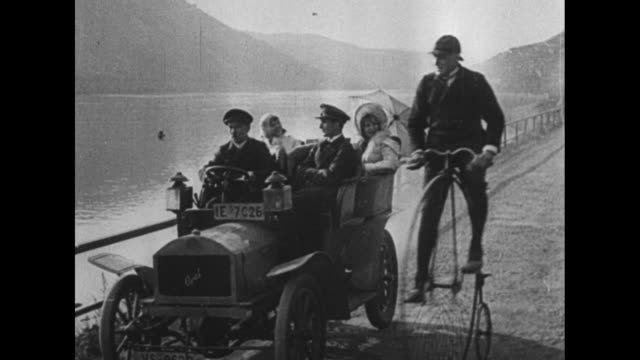 vs antique models from 1896 to 1908 model t men push early pre 1900 model / two men ride in pre1900 model / 1905 model drives by / two couples ride... - フォード・t型モデル点の映像素材/bロール