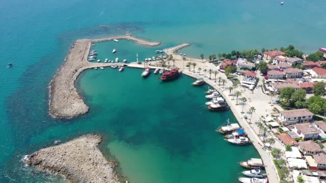 vídeos y material grabado en eventos de stock de vista aérea del puerto lateral antiguo - puerto deportivo puerto
