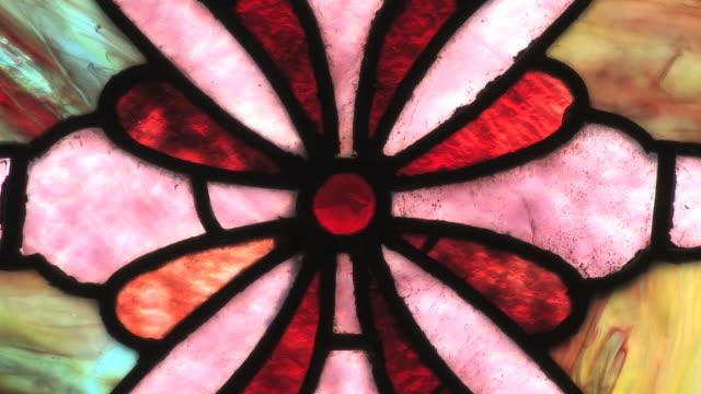 vídeos y material grabado en eventos de stock de antigua ventana de vitrales - vidriera de colores