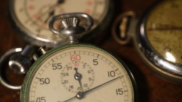 antique stop watch with moving second hand - ストップウオッチ点の映像素材/bロール