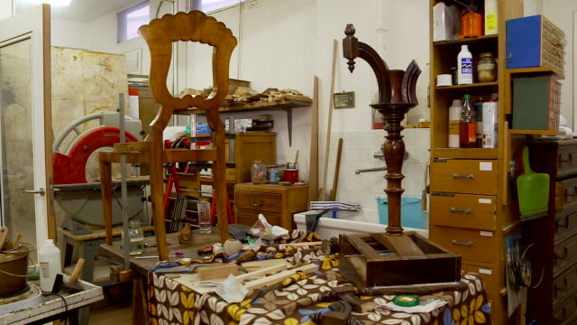 antiques restoration - handwerker stock videos & royalty-free footage