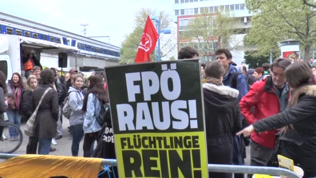 antirefugee far right freedom party of austria stage a demonstration against a refugee home in vienna austria on april 18 2016 chairman of the... - politische partei stock-videos und b-roll-filmmaterial