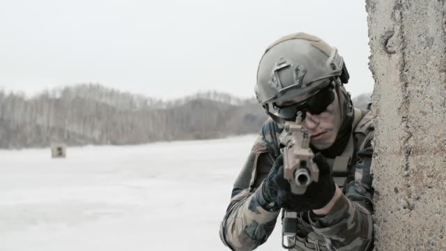 vidéos et rushes de anti-terror operation - cinq personnes