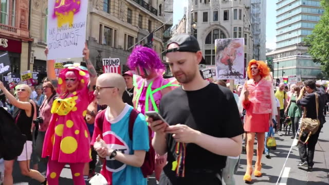 anti-trump protesters march in london on july 13, 2018. - human rights or social issues or immigration or employment and labor or protest or riot or lgbtqi rights or women's rights stock videos & royalty-free footage