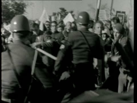 antivietnam demonstrations washington pentagon ts pan crowds rl gv mps in line stand outside pentagon mps dash to demonstrators followed by others... - pentagon stock-videos und b-roll-filmmaterial