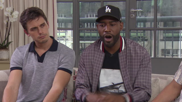 vídeos de stock, filmes e b-roll de antoni porowski, karamo brown, tan france on tips for people having a bad day, not judging other people at 'queer eye for the straight guy' season 2... - karamo brown