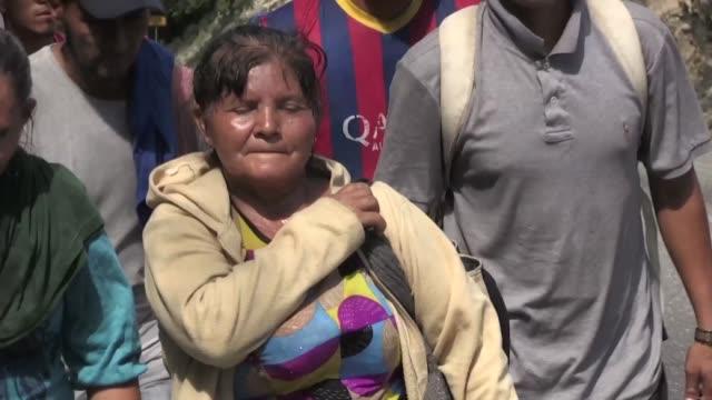 vídeos y material grabado en eventos de stock de antonia ardon una determinada madre hondurena de 13 hijos forma parte de una segunda caravana de migrantes que busca llegar a estados unidos para... - ee.uu