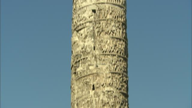 antonino's column, rome, italy - レリーフ点の映像素材/bロール