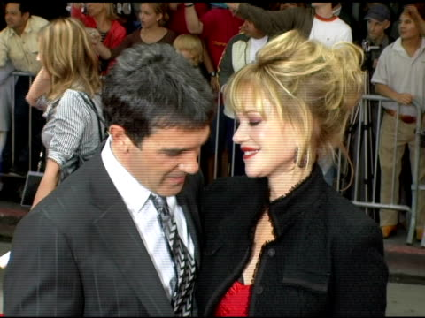 vídeos de stock, filmes e b-roll de antonio banderas and melanie griffith at the 'the legend of zorro' premiere at the orpheum theatre in los angeles california on october 16 2005 - melanie griffith