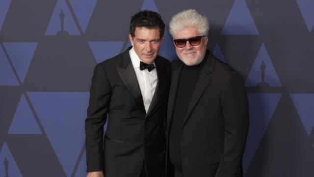 antonio banderas and pedro almodóvar at the 2019 governors awards on october 26, 2019 in hollywood, california. - antonio banderas video stock e b–roll