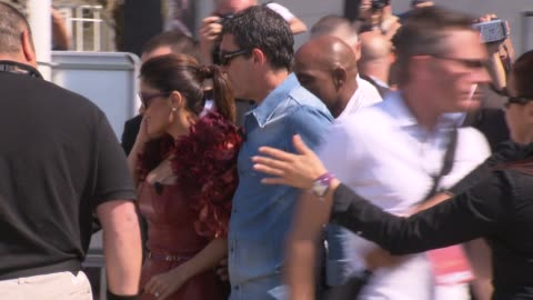 antonio banderas and salma hayek at the puss in boots launch: 64th cannes film festival at cannes . - antonio banderas video stock e b–roll