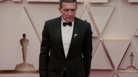 antonio banderas at the 92nd annual academy awards - arrivals on february 09, 2020 in hollywood, california. - antonio banderas video stock e b–roll