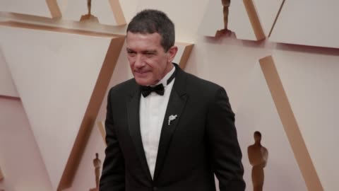 antonio banderas at the 92nd annual academy awards at dolby theatre on february 09, 2020 in hollywood, california. - antonio banderas video stock e b–roll