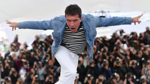"""antonio banderas attends the """"pain and glory """" photocall during the 72nd annual cannes film festival on may 18, 2019 in cannes, france. - antonio banderas video stock e b–roll"""