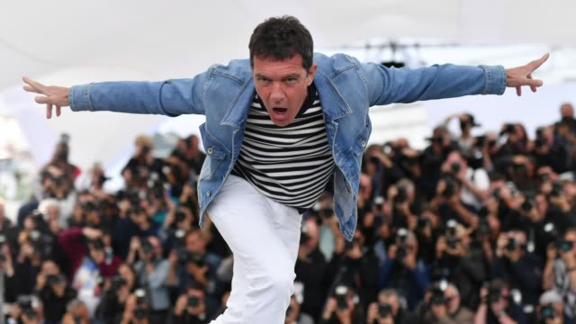GIF Antonio Banderas attends the Pain And Glory photocall during the 72nd annual Cannes Film Festival on May 18 2019 in Cannes France