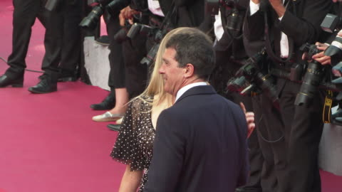 antonio banderas, nicole kimpel at 'closing ceremony ' the 72nd cannes film festiva on may 25, 2019 in cannes, france. - antonio banderas video stock e b–roll