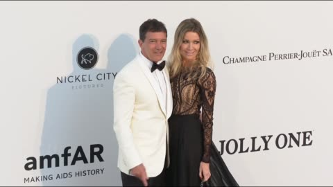 antonio banderas, nicole kimpel at the amfar cannes gala 2019 during the 72nd cannes film festival on may 14, 2019 in cannes, france. - antonio banderas video stock e b–roll