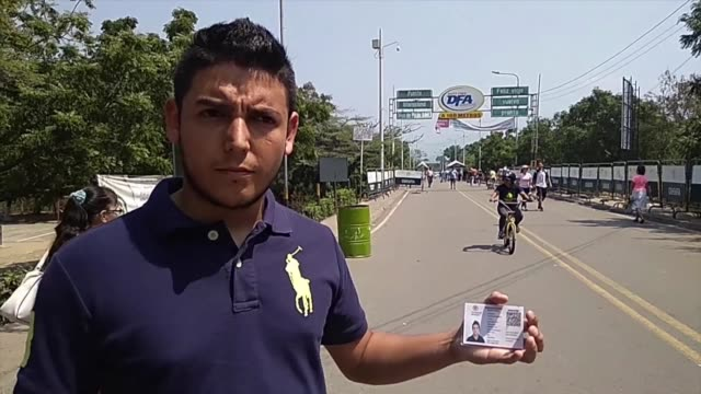 antonio hace filas de hasta dos dias para comprar gasolina cruza a colombia buscando medicinas para su madre sufre cortes de luz y agua en casa es la... - gasolina stock videos & royalty-free footage