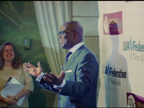 stockvideo's en b-roll-footage met antonio 'reid/ chairman, island def jam music at the uja - federation of new york music visionary award honoring antonio 'reid at the pierre hotel in... - voorzitter