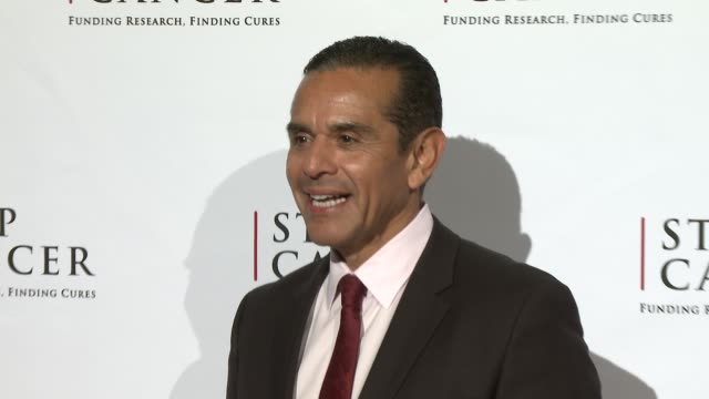 antonio villaraigosa at stop cancer annual gala honoring lori and michael milken at the beverly hilton hotel on november 23, 2014 in beverly hills,... - the beverly hilton hotel stock videos & royalty-free footage