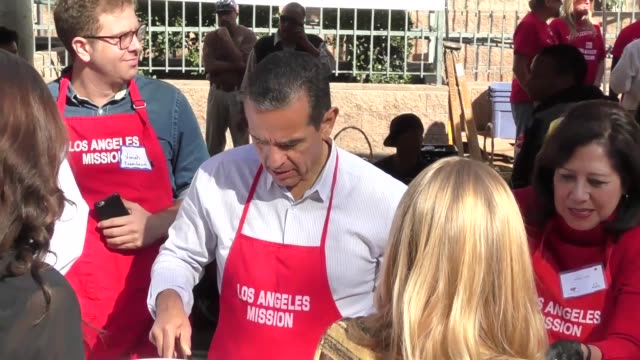 antonio villaraigosa serving thanksgiving dinner to the homeless at the los angeles mission at celebrity sightings in los angeles on november 23 2016... - antonio villaraigosa stock videos and b-roll footage