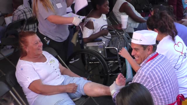 antonio villaraigosa washes feet at the los angeles mission thanksgiving meal for the homeless in los angeles at celebrity sightings in los angeles... - antonio villaraigosa stock videos and b-roll footage