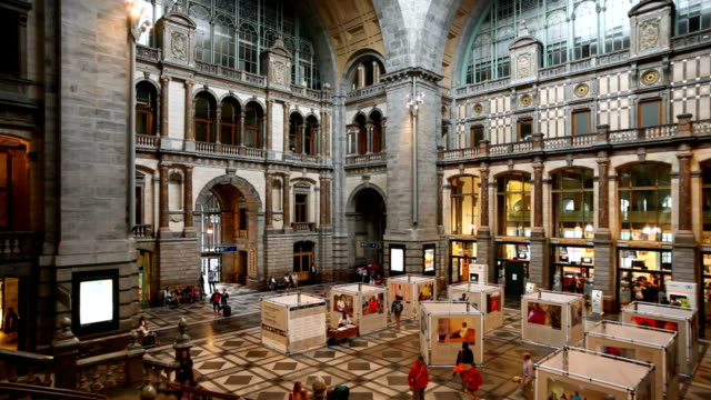 stockvideo's en b-roll-footage met antwerp central station entrance hall - station