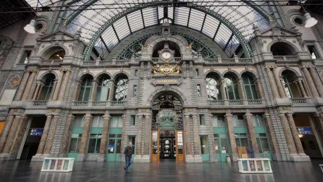 stockvideo's en b-roll-footage met antwerp central station features arched windows. - station