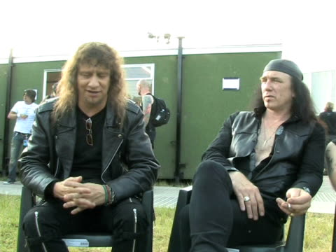 vídeos de stock e filmes b-roll de anvil - lips on how their movie has effected them at the download festival 2009 at derby england. - boca humana