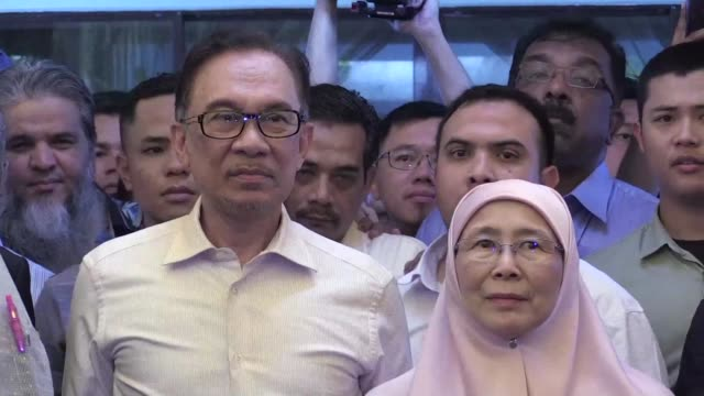 Anwar Ibrahim says he has forgiven Prime Minister Mahathir Mohamad after walking free from jail following his royal pardon
