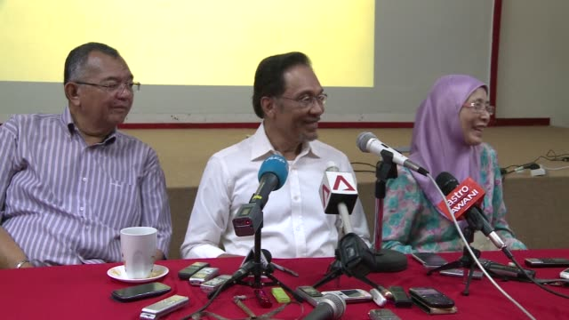 Anwar Ibrahim says only fraud can stop his Malaysian opposition from scoring a historic election win as the rival sides launch a last ditch campaign...