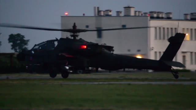 apache helicopters assigned to task force viper 1st battalion 3rd aviation regiment 12th combat aviation brigade return from training at inowroclaw... - アパッチヘリコプター点の映像素材/bロール