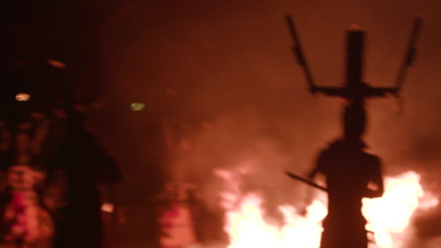 stockvideo's en b-roll-footage met apache men dance and chant around fire during sunrise ceremony, wide shot - ceremonie