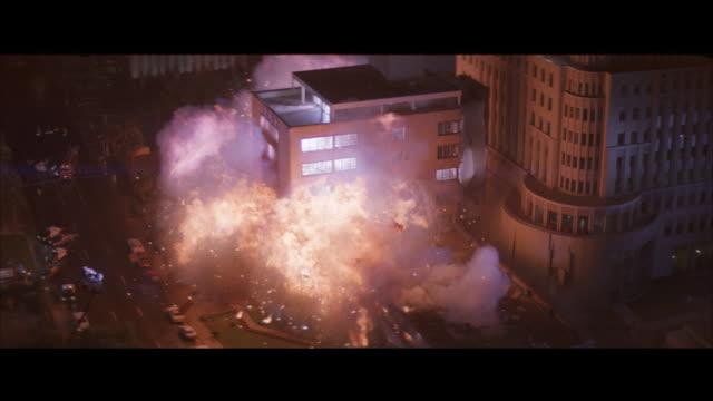 ha, apartment building exploding and collapsing at night - 一分鐘或更長 個影片檔及 b 捲影像