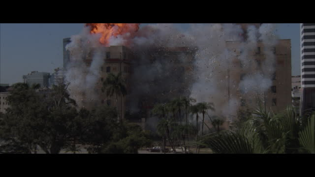 ms, apartment building exploding and collapsing - appartamento video stock e b–roll