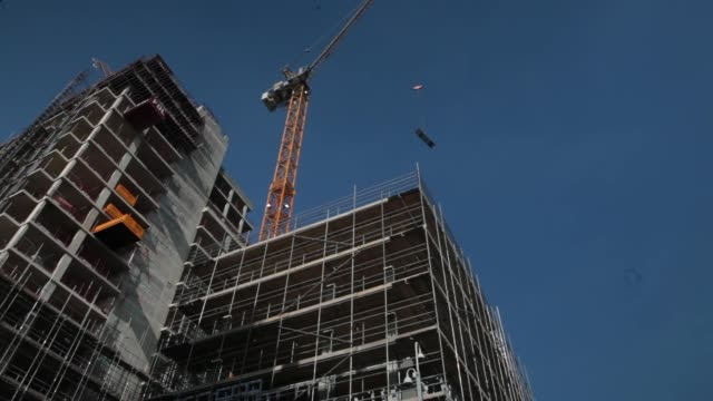 stockvideo's en b-roll-footage met apartment building under construction on the radius development by taylor wimpey plc in the wandsworth district of london crane in operation at... - wandsworth