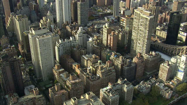 aerial ws apartment buildings and queensboro bridge / new york city, new york, usa - cantilever stock videos & royalty-free footage
