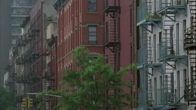 ms apartment buildings, down manhattan, new york city, new york, usa - 非常階段点の映像素材/bロール
