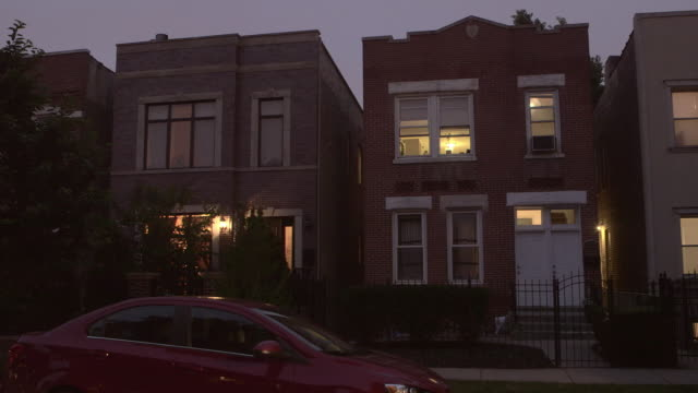 stockvideo's en b-roll-footage met ws apartment buildings on residential street at night - onderdeel van een serie