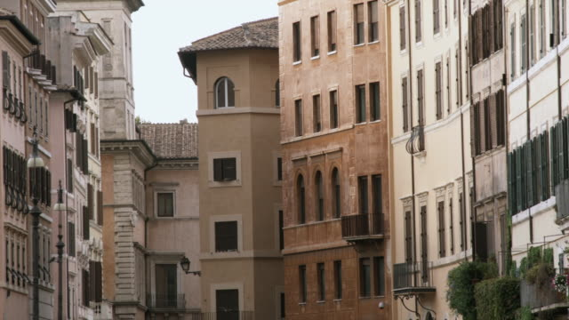 ms apartment buildings / rome, italy - campo totale video stock e b–roll