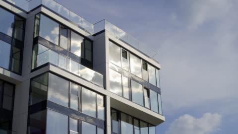 apartment immobilien - architektur stock-videos und b-roll-filmmaterial